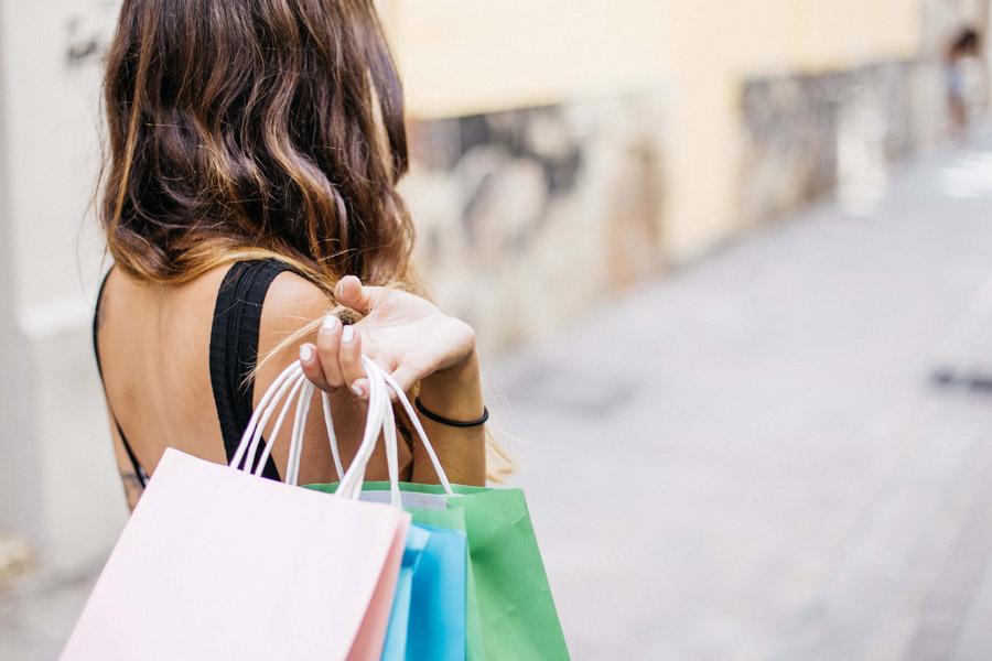 授業が終わったら、近くのスーパーでショッピング!